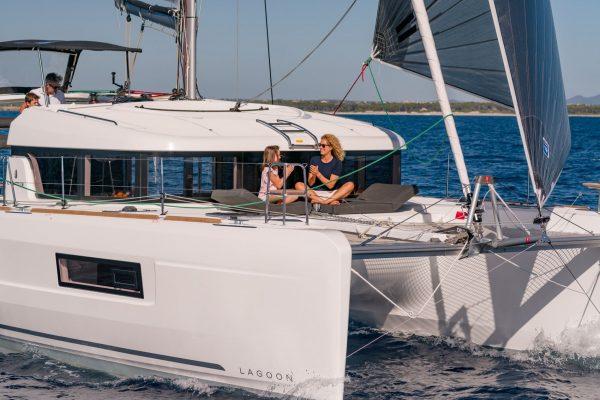 Lunatrips - Lagoon 400s2 - 11