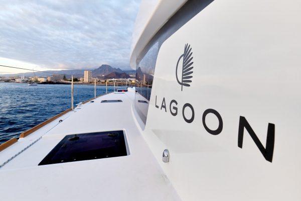 Lunatrips - Lagoon 400s2 - 17