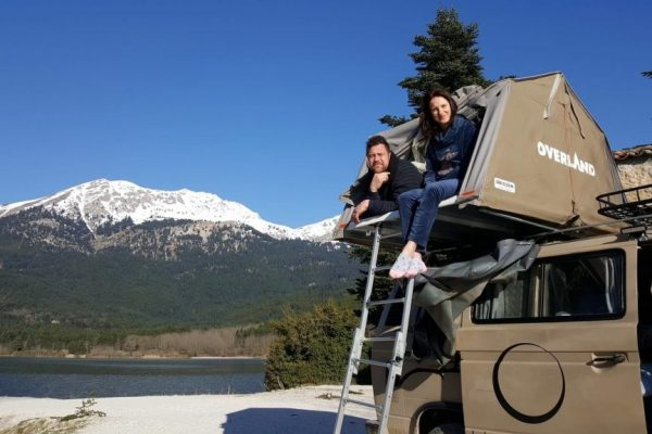 couple-laying-in-tent-on-top-of-vw-t3-syncro-4x4