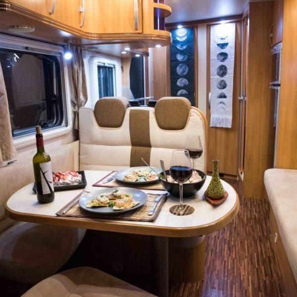 hymer-campervan-salon-front-view