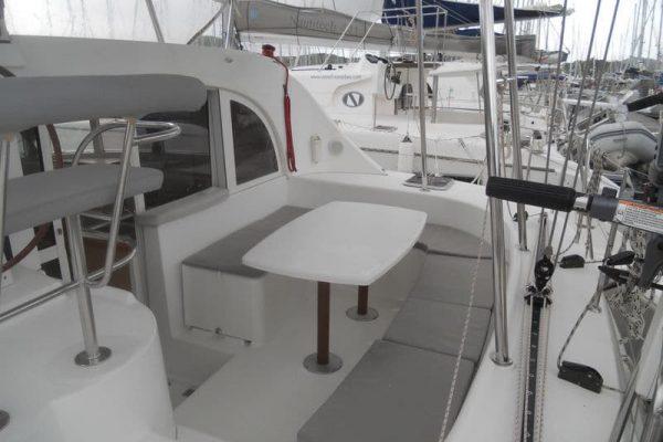 lagoon-380-back-deck