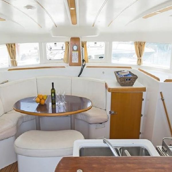 lagoon-380-catamaran-inside