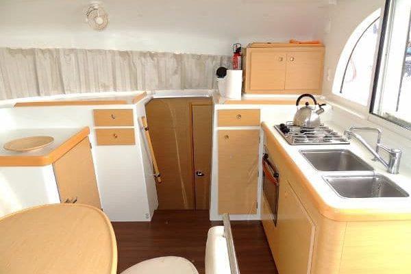 lagoon-380-kitchen